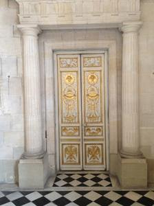 i love doors, especially gold ones.